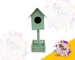 Foto de Provençal verde casa de passarinho mesa